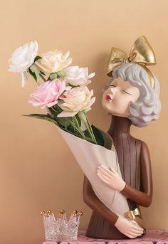 Hars Sculptuur Standbeeld Modern Meisje Holding bloemen Woonaccessoires